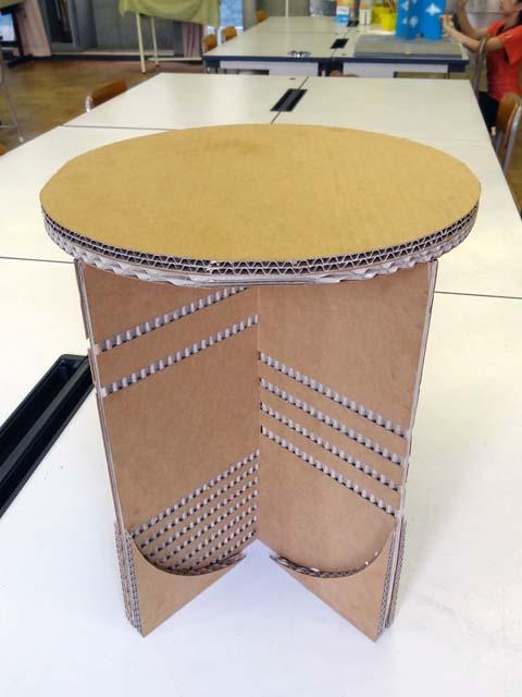 ダンボール家具の作り方教室強化ダンボールで椅子スツール制作