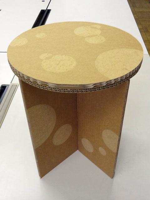 ダンボール家具制作教室スツール作品