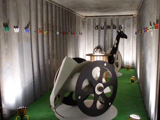 東京デザイナーズウィ−ク コンテナ展 ダンボールカー