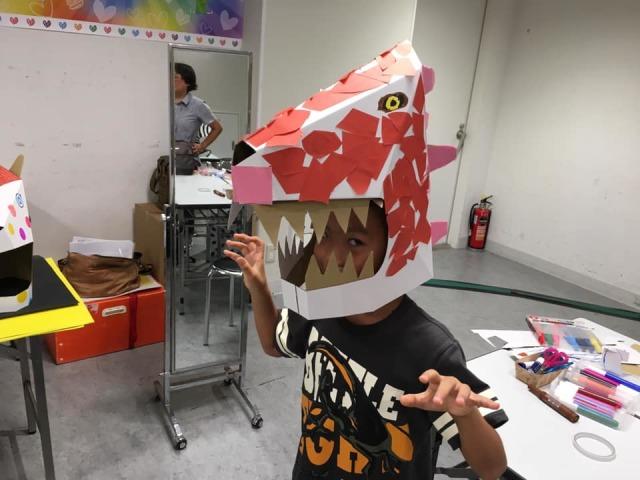 夏休み学校カブリモノ変心塾ダンボール恐竜