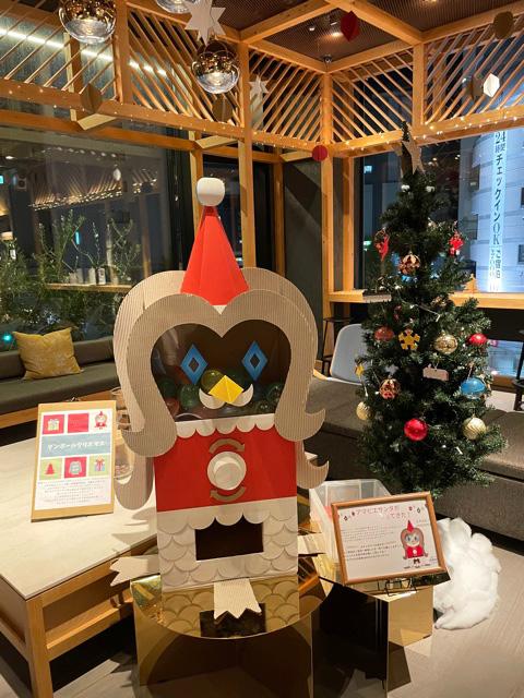 OMO5東京大塚ダンボールクリスマス アマビエサンタ