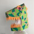 ダンボールかぶりもの工作キット制作例の恐竜